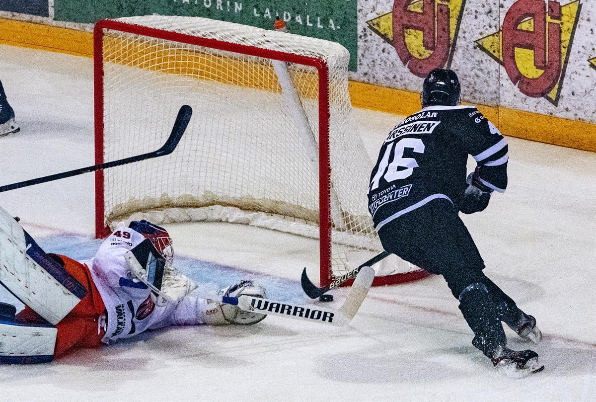 Liigan keskeyttäminen aiheutti jääkiekkoseuroille noin 15 miljoonan euron...
