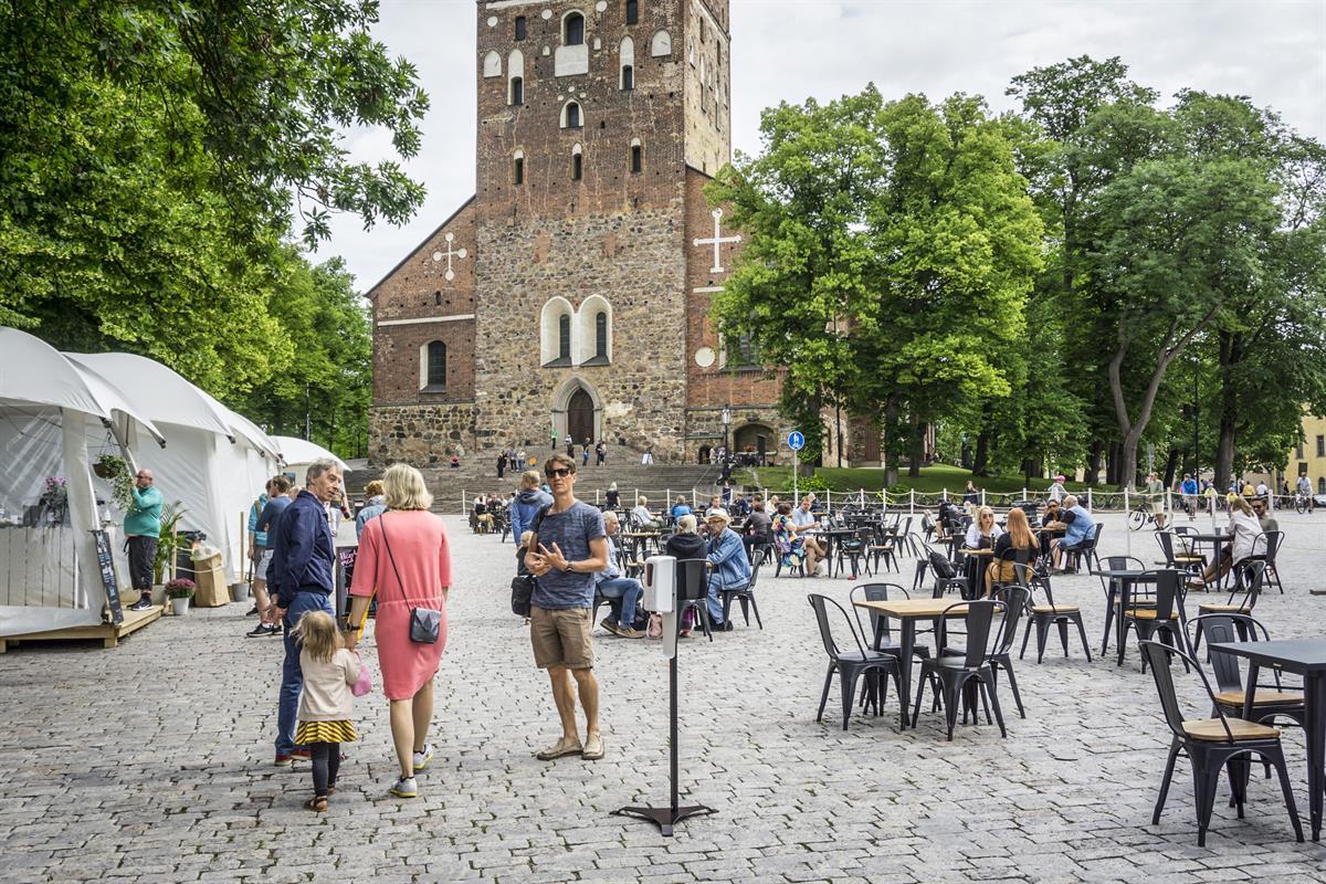 Tuomiokirkon terassilla vieraili kesällä yli 76 500 kävijää