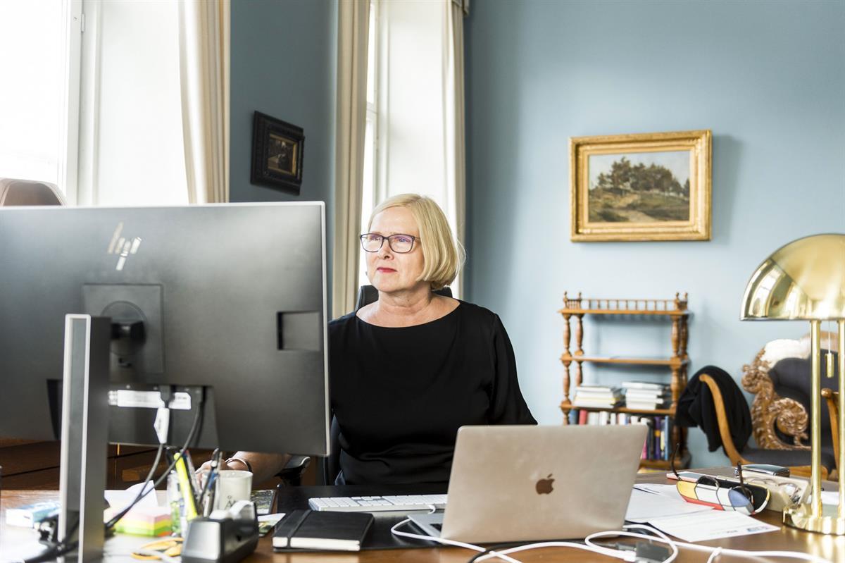 Åbo Akademin farmasian oppiaineelle lahjoituksena 150 000 euroa,...